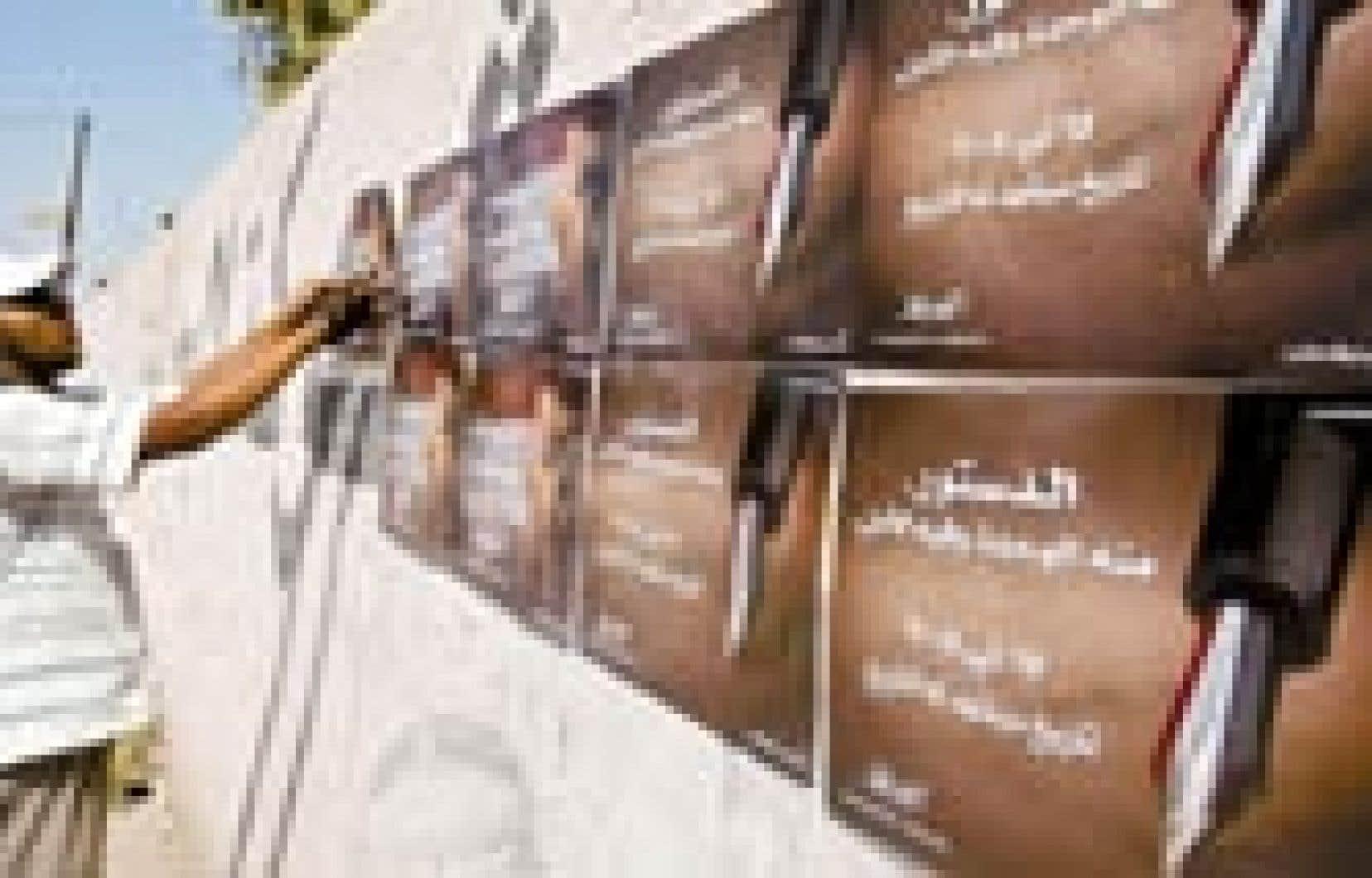 Les affiches en prévision du référendum sur la constitution ont fait leur apparition à Bassora.