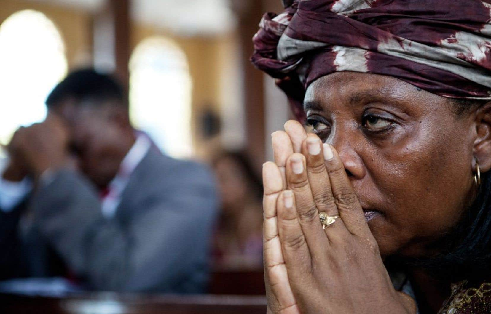 Dans les églises de Freetown, en Sierra Leone, plusieurs fidèles priaient ce week-end pour les malades de l'Ebola.