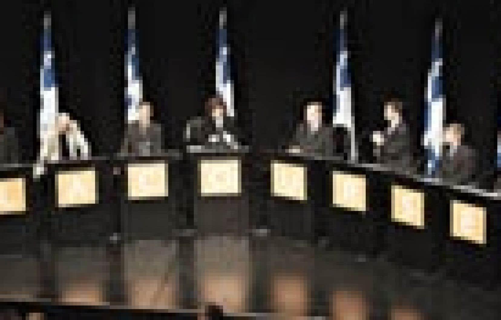 Les neuf candidats péquistes lors du débat de Sherbrooke.
