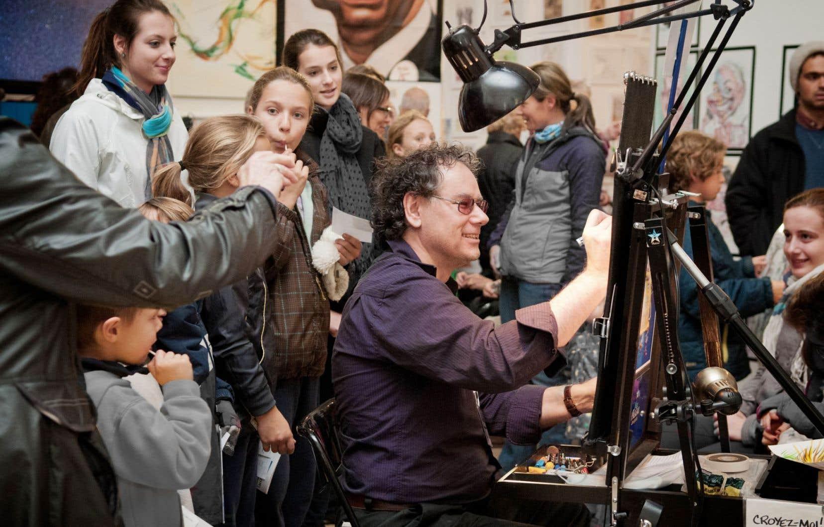 Les visiteurs pourront voir quelques caricaturistes à l'œuvre. Ici, Marc Pageau, illustrateur et auteur de bandes dessinées. Aussi, des activités sont organisées pour les enfants.
