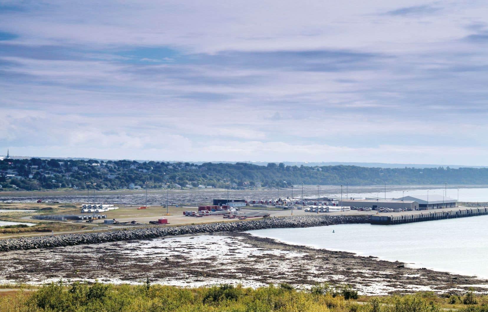 TransCanada, qui souhaite construire un port pétrolier à Cacouna, a été forcée de suspendre temporairement ses travaux parce qu'elle enfreignait les normes de bruit.