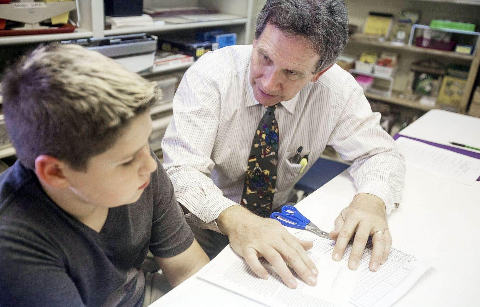 Le système scolaire est encore trop rigide pour accueillir ces élèves qui ont un trouble de l'apprentissage, selon le comédien et animateur Francis Reddy.
