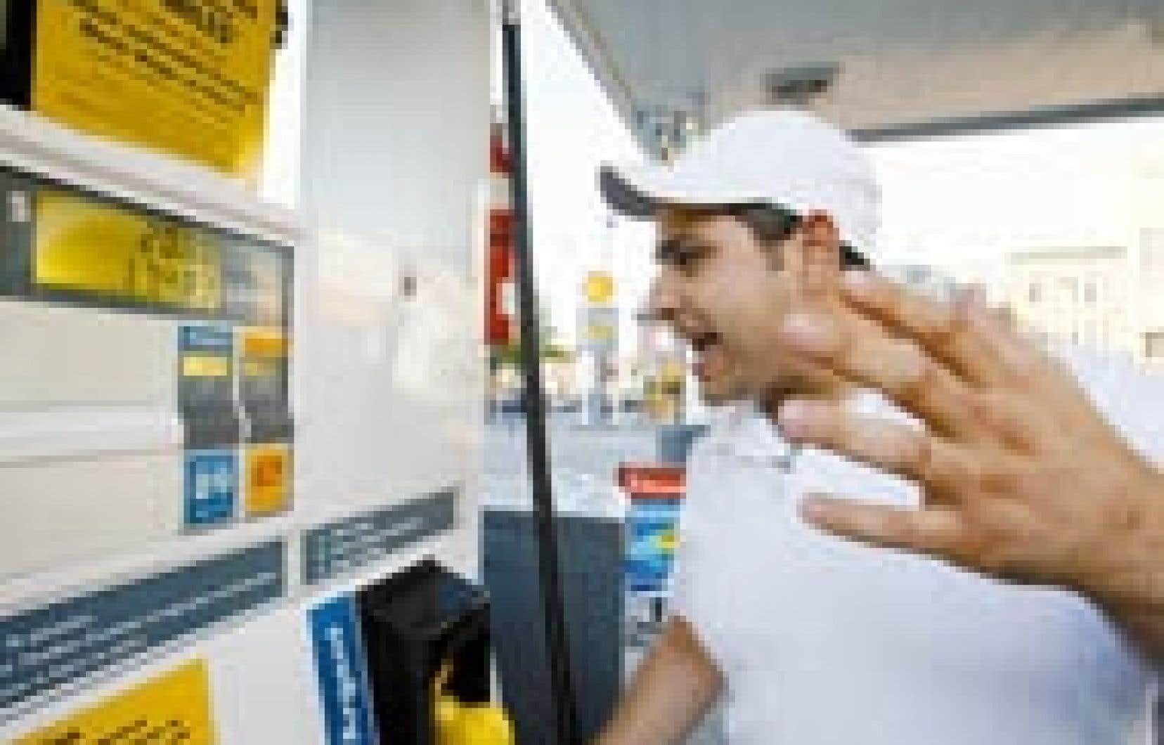 Exaspéré de voir le prix à la pompe augmenter de jour en jour? Hier, le CAA a conseillé aux automobilistes rien de moins que l'abstention «en attendant que les prix se stabilisent» ou, au pire, de «rationaliser» l'usage de leur véhicule.