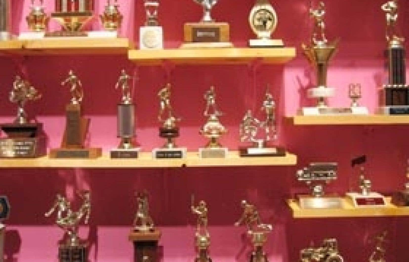 Collection de trophées, de l'exposition Faux cadavres de Marc-Antoine K. Phaneuf