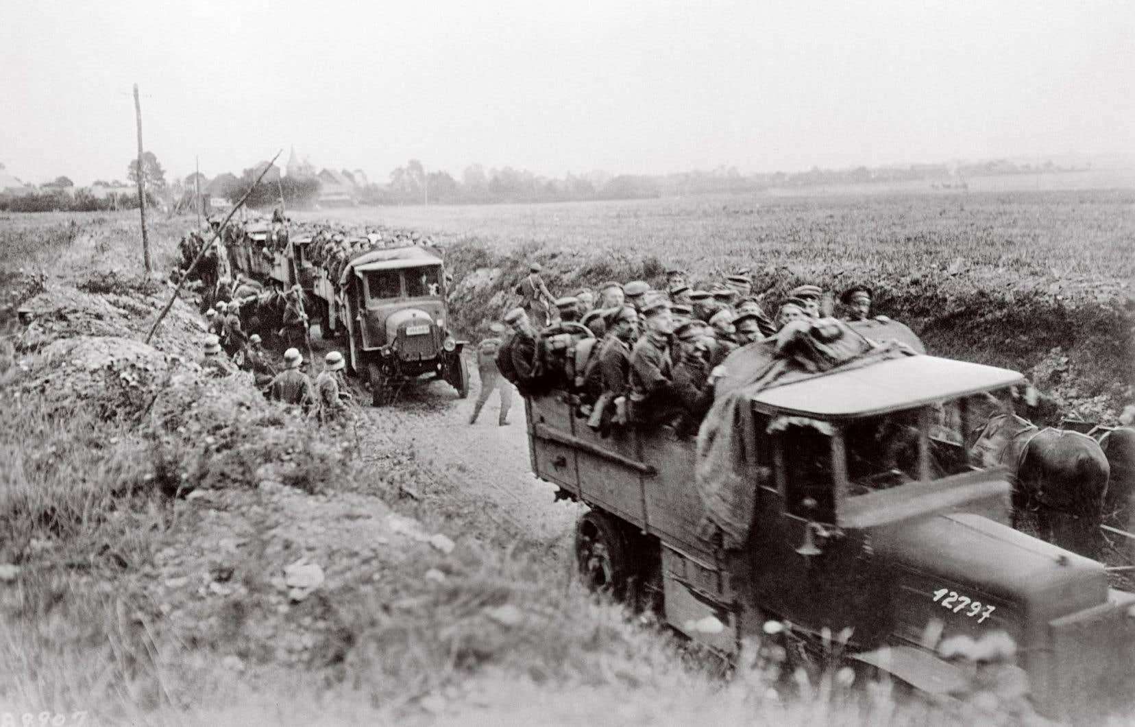 Des réservistes allemands transportés vers le front au cours de la Première Guerre mondiale