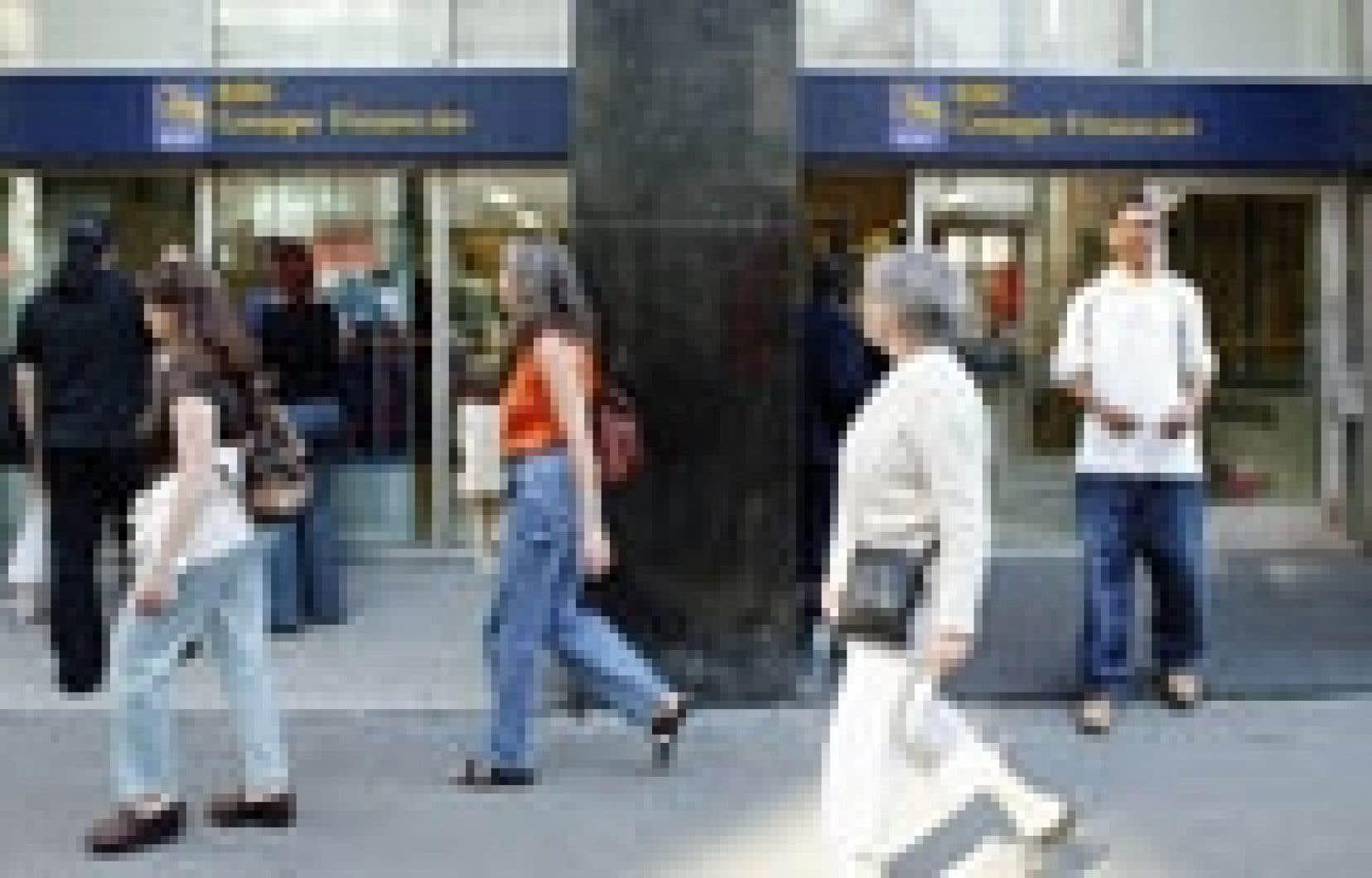 Une succursale de la Banque Royale à Montréal. L'institution a annoncé hier s'être entendue avec Enron au sujet des réclamations liées à la faillite de la firme de courtage américaine.