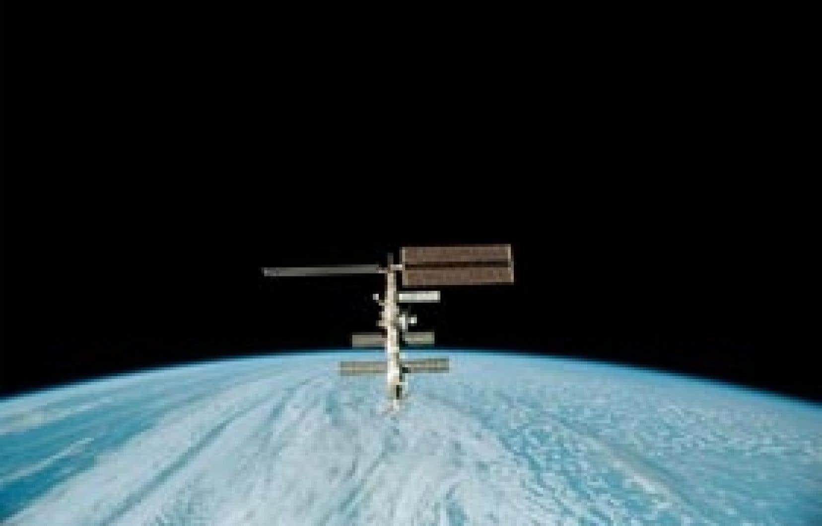 «Les petits morceaux sont plus dangereux que les plus gros, car on peut voir les plus gros et ainsi tenter de les éviter en déviant la trajectoire du satellite», dit un chercheur.