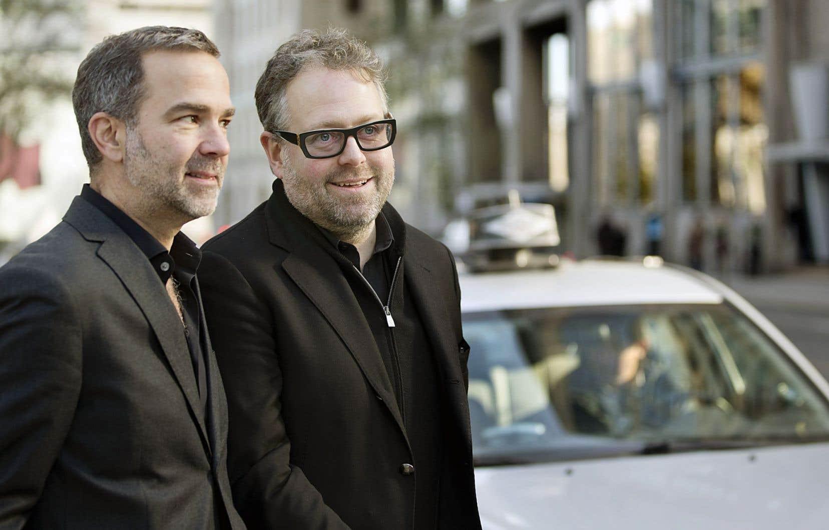 Les entrepreneurs Alexandre Taillefer et Patrick Gagné veulent faire adhérer le milieu du taxi à leur projet d'électrification de la flotte.