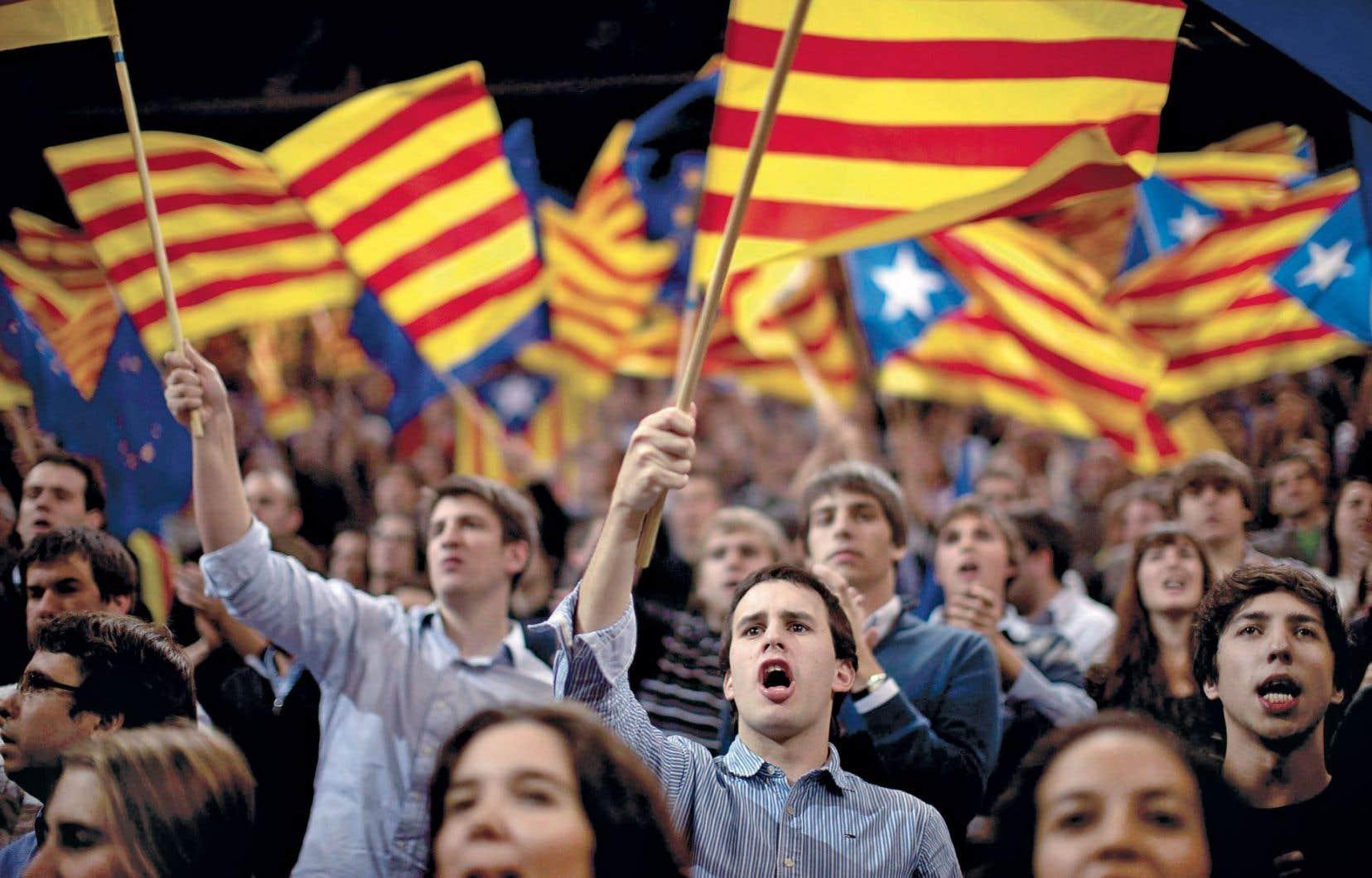 La Catalogne a annoncé son intention de poursuivre le processus de consultation sur l'indépendance malgré la suspension imposée par le tribunal mardi.