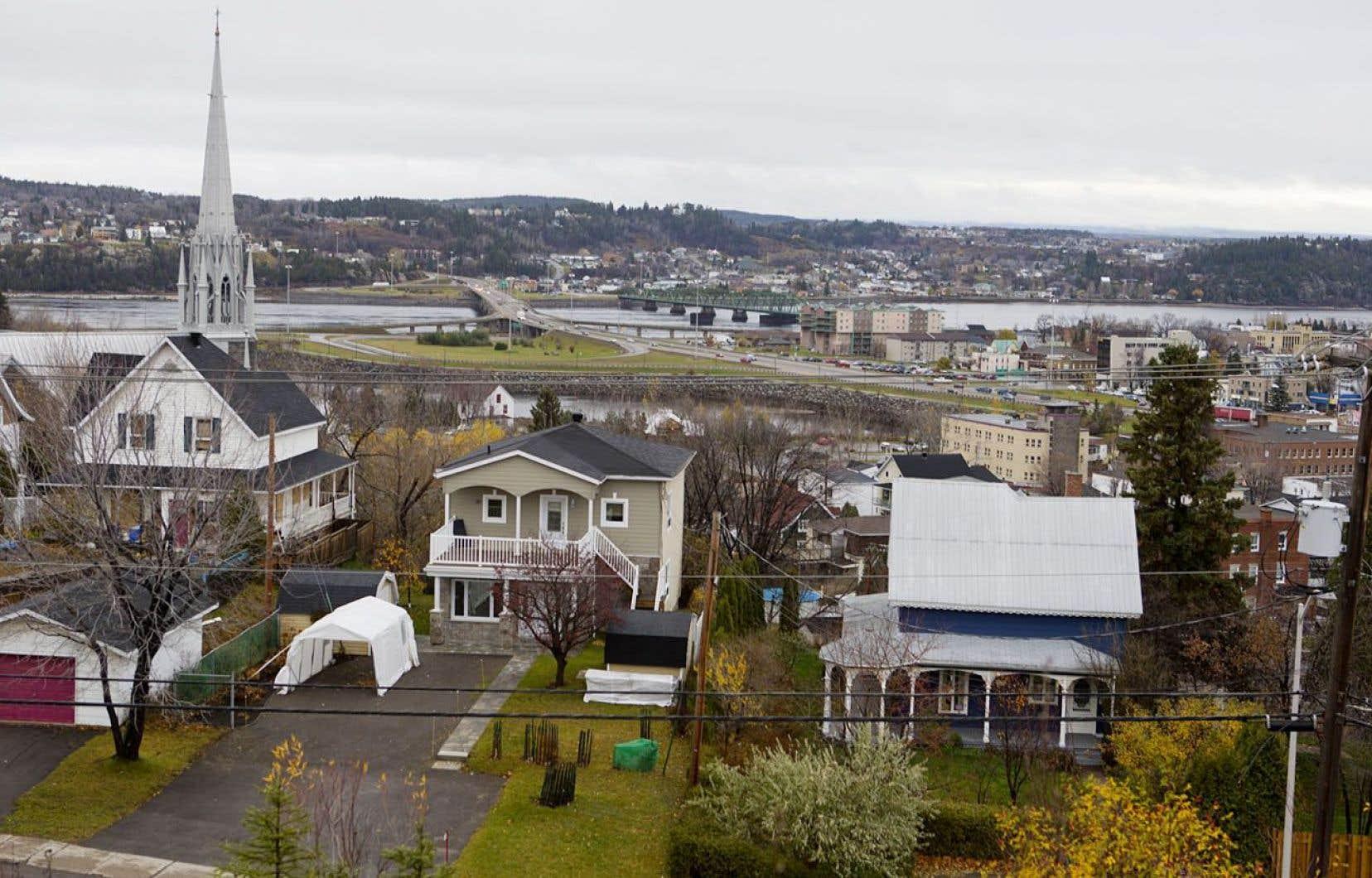 Les maires de Gatineau, Longueuil, Laval, Saguenay (photo) et Trois-Rivières ont vertement critiqué le plan du gouvernement Couillard.