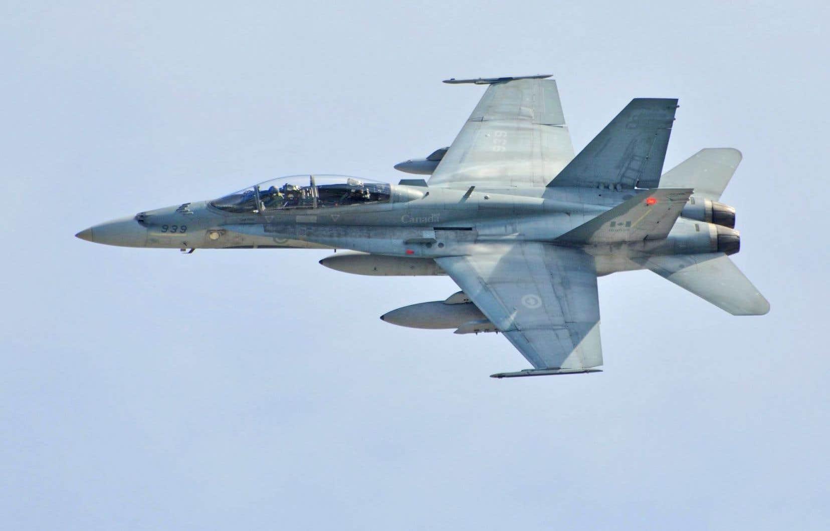 Un CC188 (CF-18) Hornet des Forces armées canadiennes