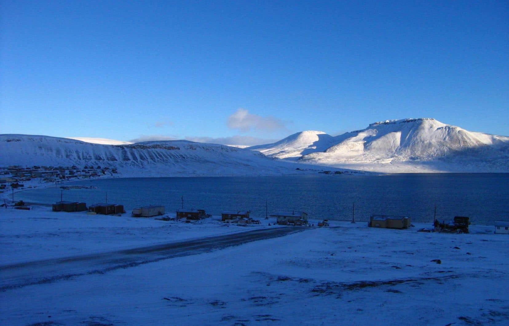 Certains experts considèrent que la géographie donne au Danemark l'avantage sur la revendication du pôle Nord et que les revendications canadiennes seront écartées en négociations