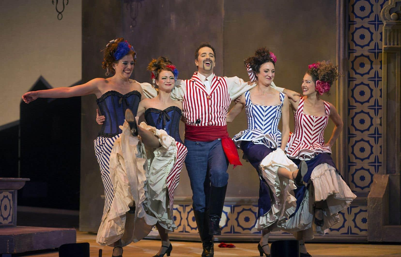 Ce que l'on voit en premier, c'est l'agitation clownesque irrésistible du personnage de Figaro, interprété par Étienne Dupuis.