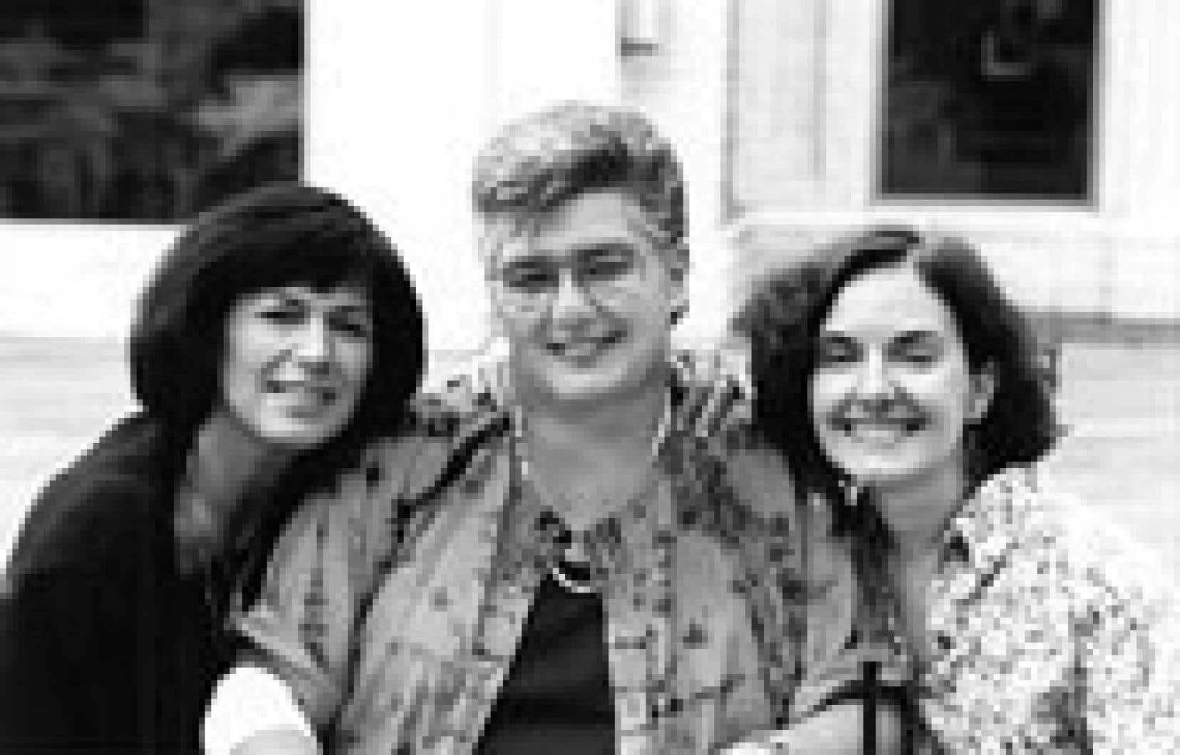 Source: Archives Le Devoir. En août 1993, Anne-Marie Alonzo entourée de Denise Desautels (à gauche) et de Louise Dupré (à droite).