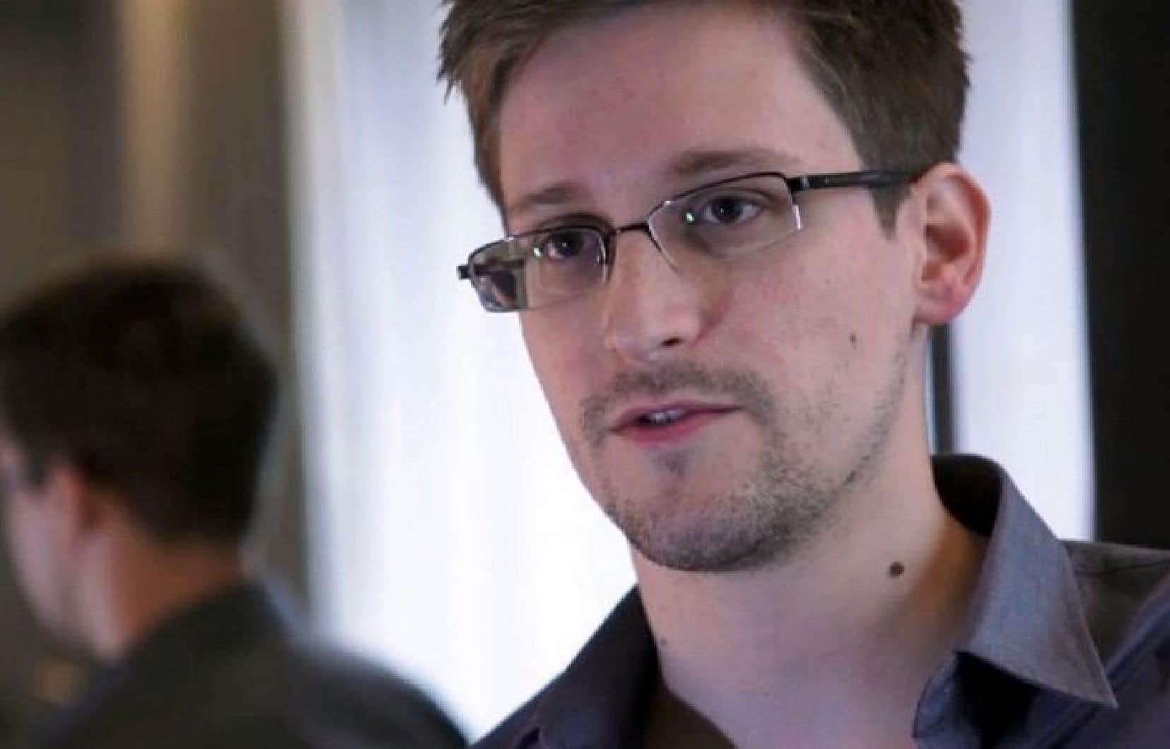 Edward Snowden sous l'oeil de la caméra de Laura Poitras à Hong-Kong en mai 2013