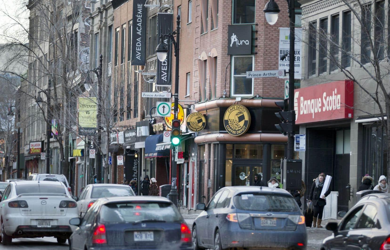 Considéré comme une nuisance par la Ville, le bruit peut aussi participer à l'ambiance urbaine. La rue Prince-Arthur peut par exemple sembler morose à côté du boulevard Saint-Laurent.