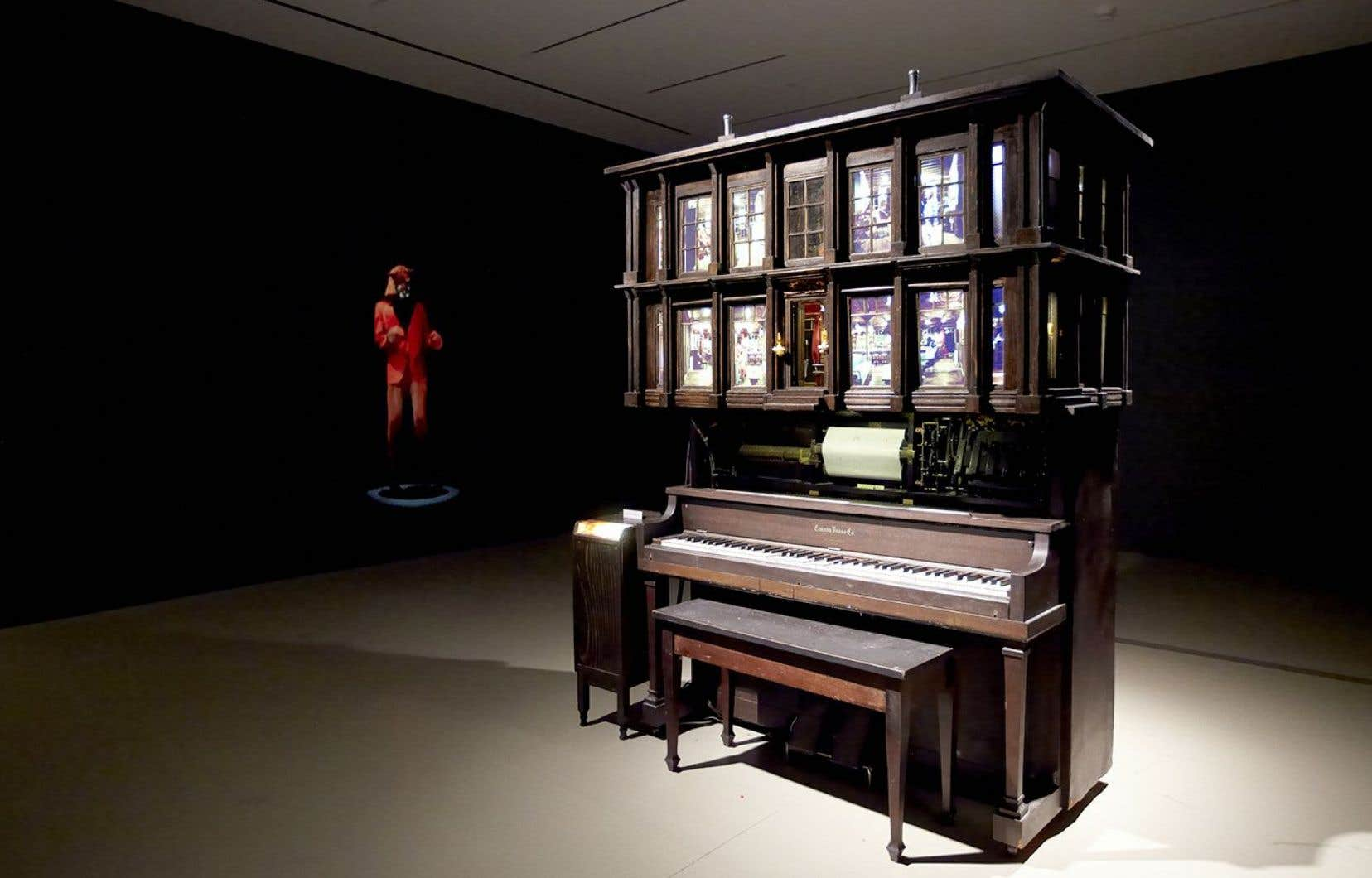 Vue de l'installation Player Piano Waltz (2013), à l'Art Gallery of Hamilton.