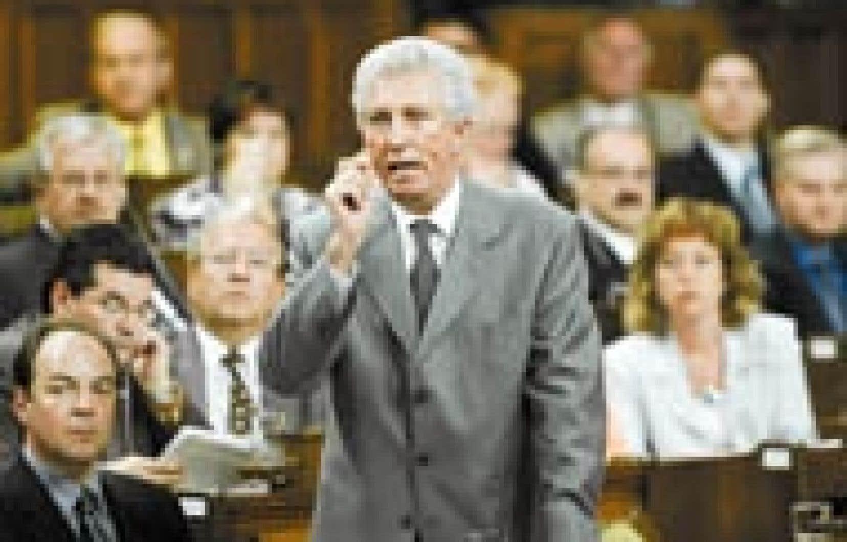 Gilles Duceppe s'exprimant à la Chambre des communes, hier. Le chef du Bloc québécois doit décider s'il se lance dans la course à la direction du PQ.