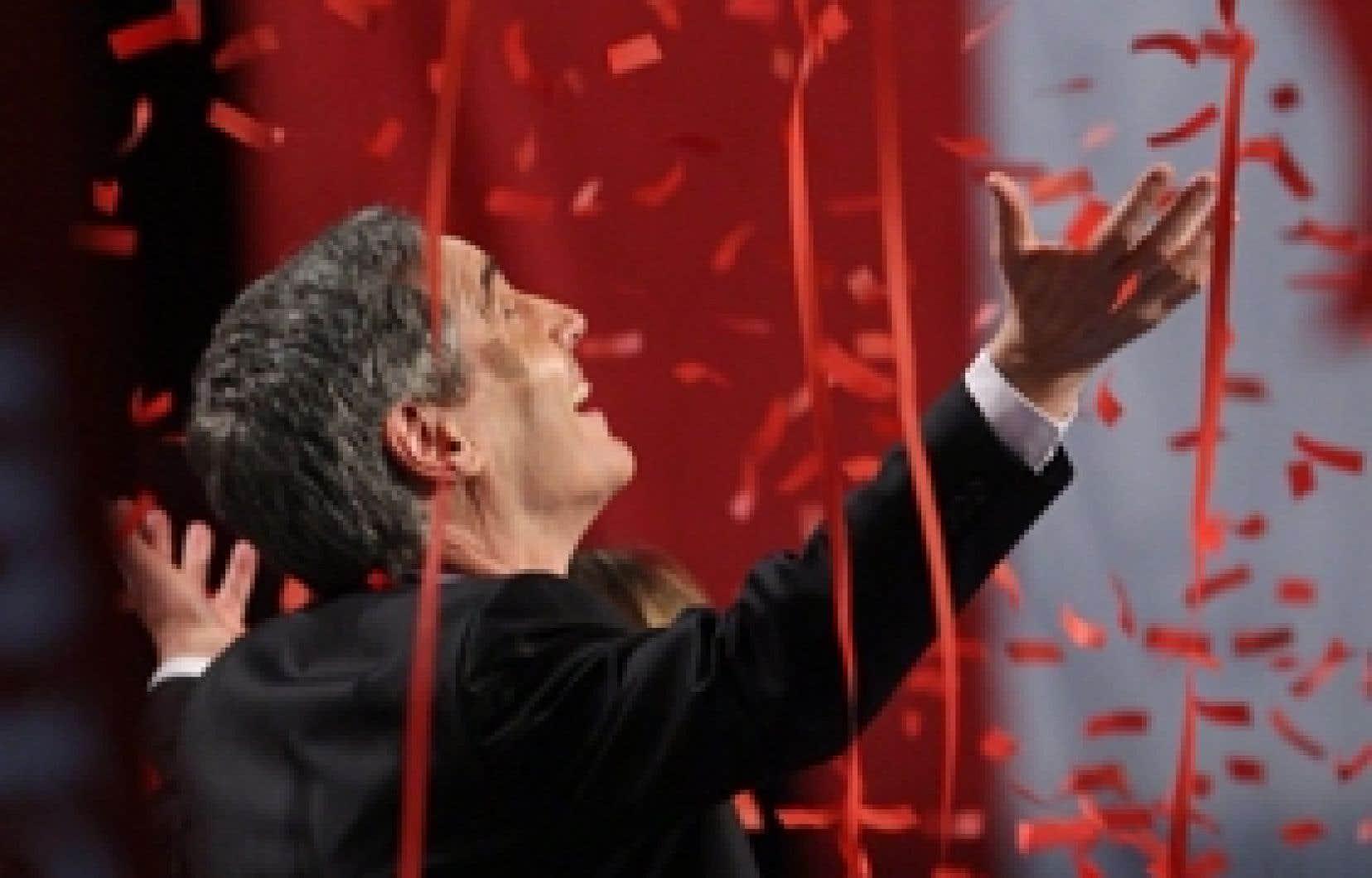 Michael Ignatieff inondé de confettis après s'être adressé aux militants du PLC qui lui ont accordé leur confiance à 97 % et l'ont couronné chef du parti.