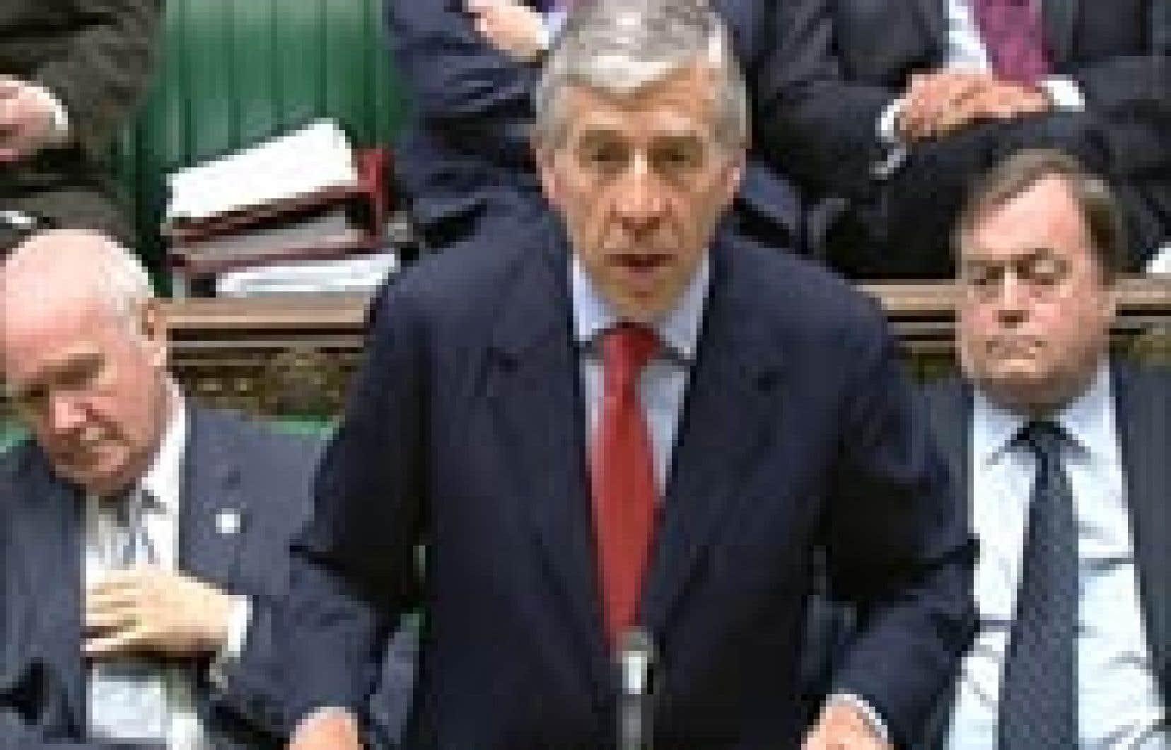 Le secrétaire au Foreign Office Jack Straw hier, aux Communes