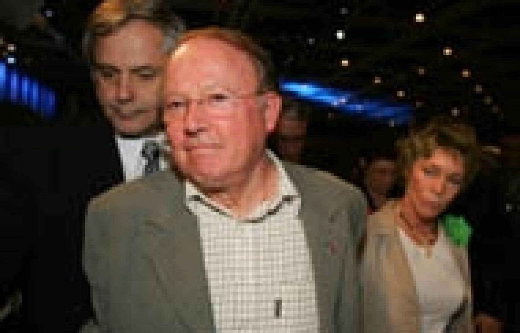 Bernard Landry et son épouse Chantal Renaud, peu après avoir annoncé sa démission, samedi.