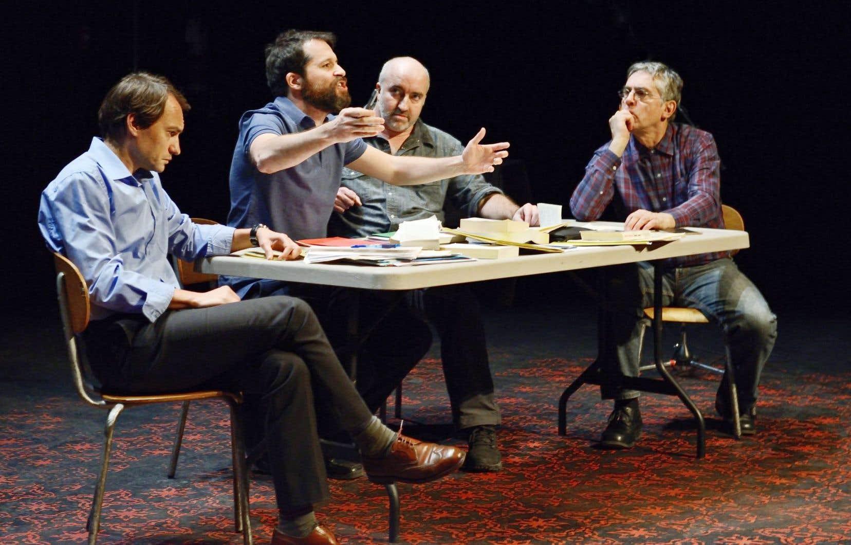 Quatre comédiens, interprétés par Philippe Régnoux, Mohsen El Gharbi, Gaétan Nadeau et Roch Aubert, répètent sous nos yeux un spectacle dédié à Camus, c'est-à-dire à l'homme plus qu'à l'œuvre, au citoyen plus qu'à l'artiste.