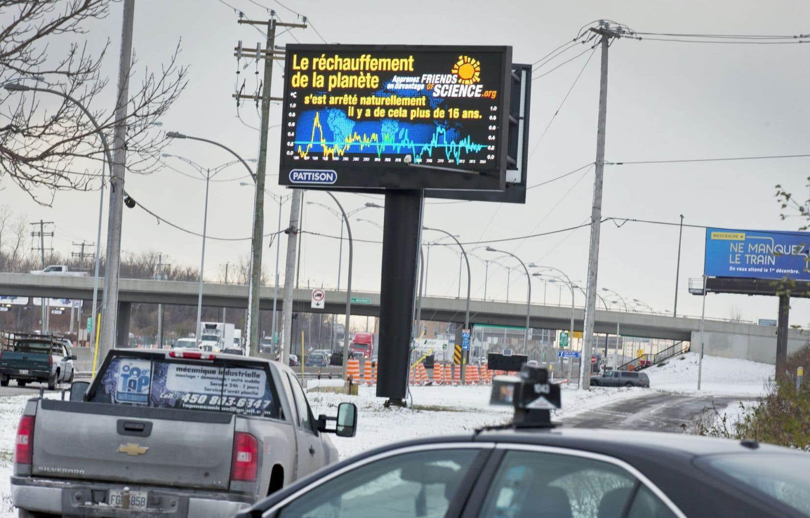 «Les amis de la science» (Friends of Science) affichent des publicités qui remettent en question le réchauffement de la planète causé par l'activité humaine.