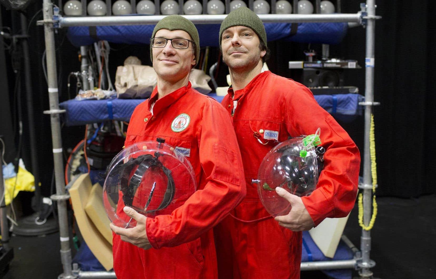 Olivier Ducas et Francis Monty partiront pour une exploration cosmique, en combinaisons spatiales.