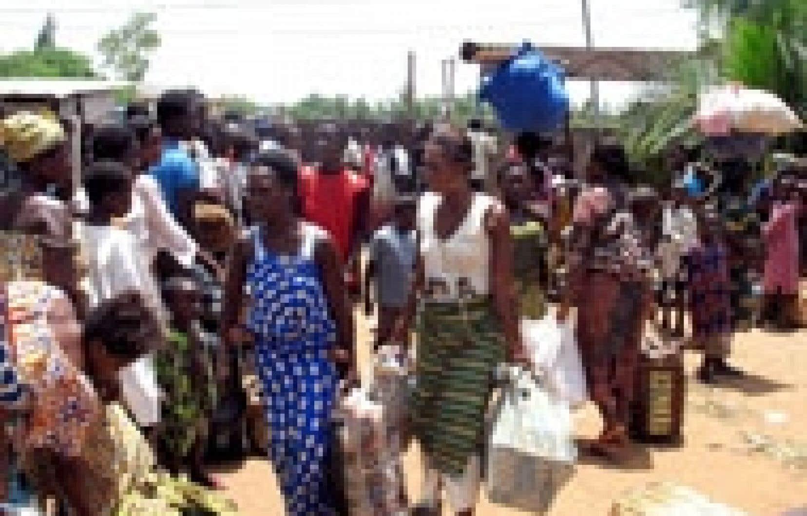 Des Togolaises faisaient la file cette semaine pour se faire enregistrer comme réfugiées au Bénin.