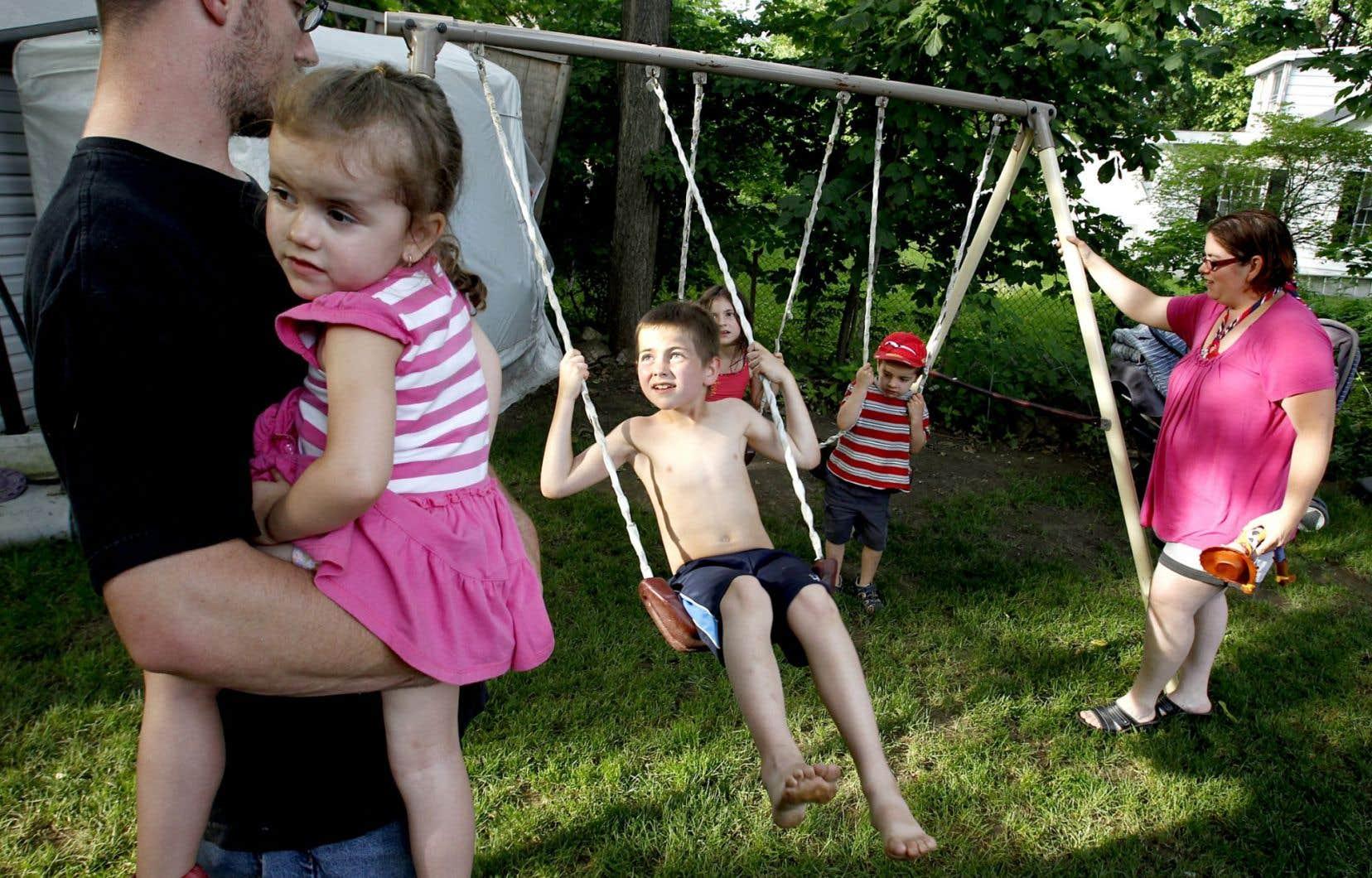 La FAFMRQ souligne que les questions entourant la garde des enfants et la fiscalité impliquent déjà des négociations complexes entre parents et elle déplore que Québec ait choisi de les compliquer encore davantage.
