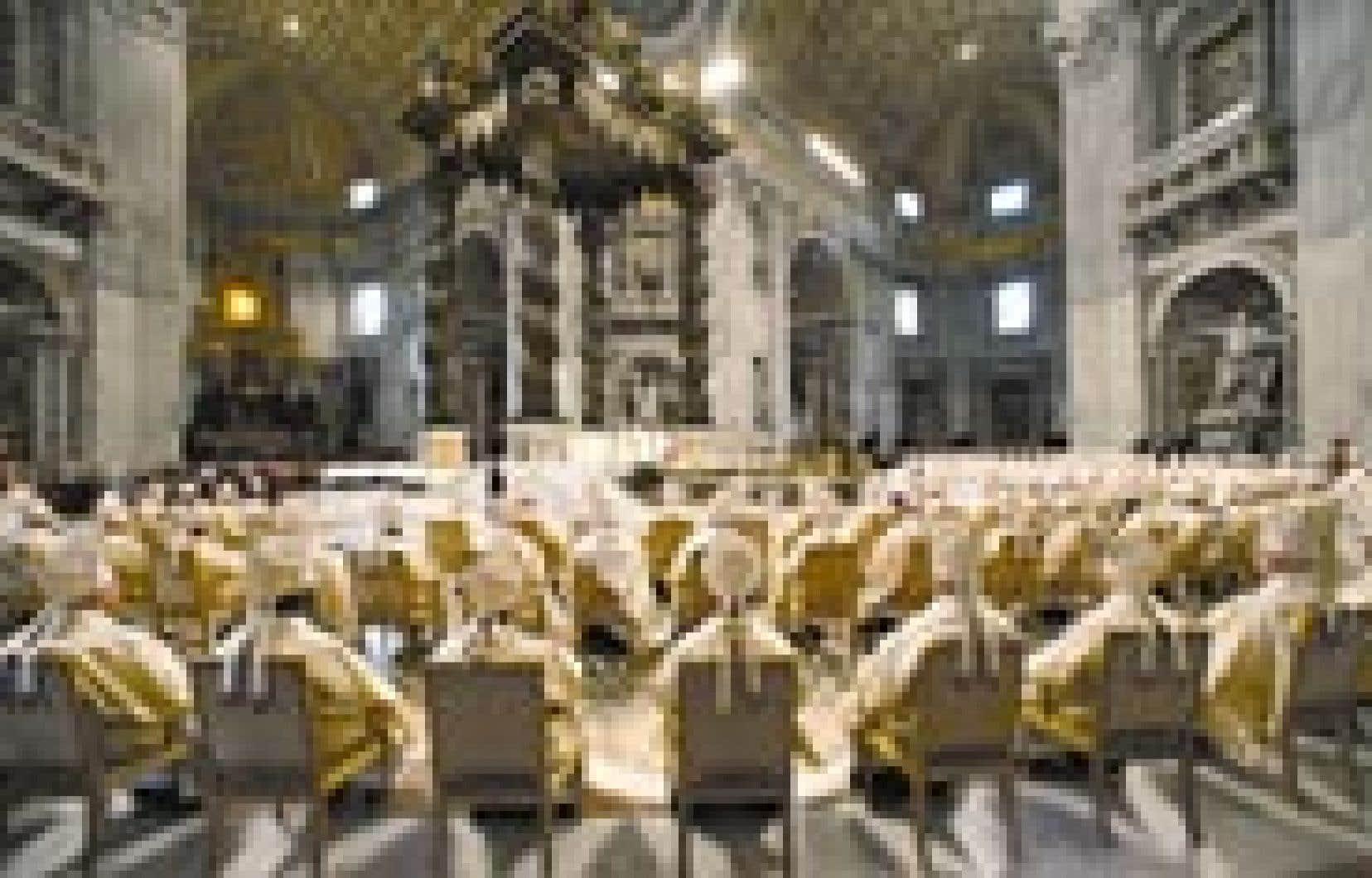 Les cardinaux de l'Église catholique réunis à Rome ont assisté samedi à une messe spéciale présidée par leur confrère chilien Jorge Arturo Medina Estevez, celui-là même qui sera chargé d'annoncer au monde le nom du pape qui sera élu cett