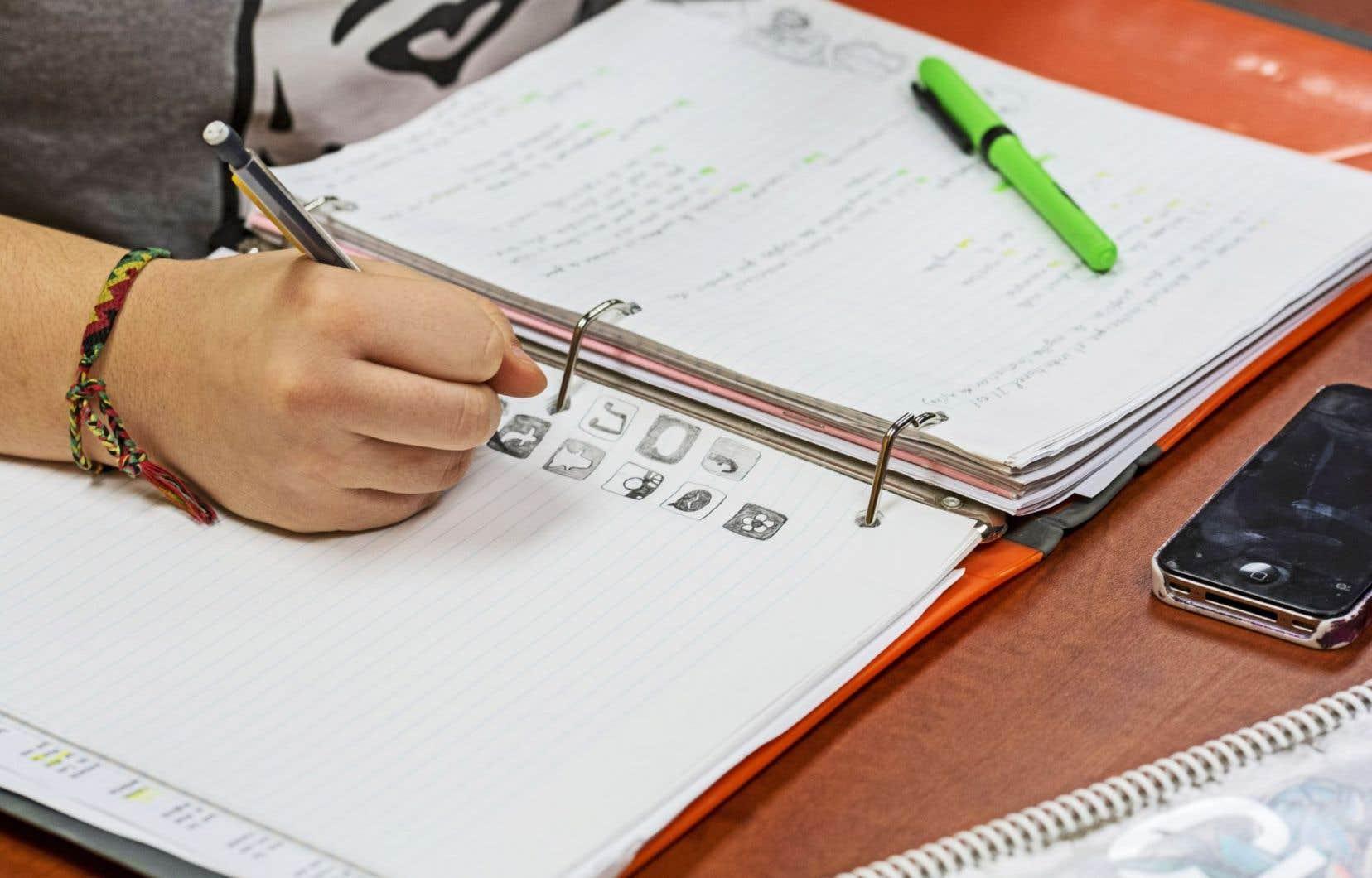 Prendre des notes en écoutant un discours oral représente une excellente technique d'apprentissage.