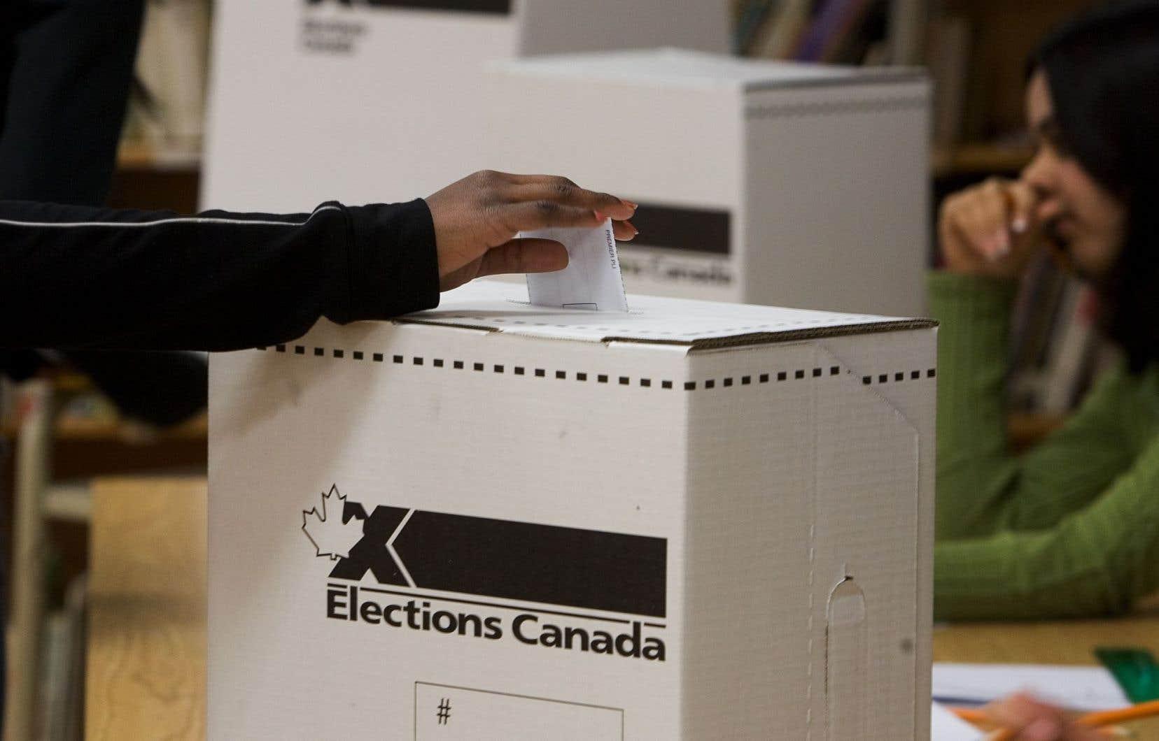Les conservateurs veulent aussi s'assurer que les électeurs à l'étranger ne « magasinent » pas la circonscription dans laquelle ils votent.