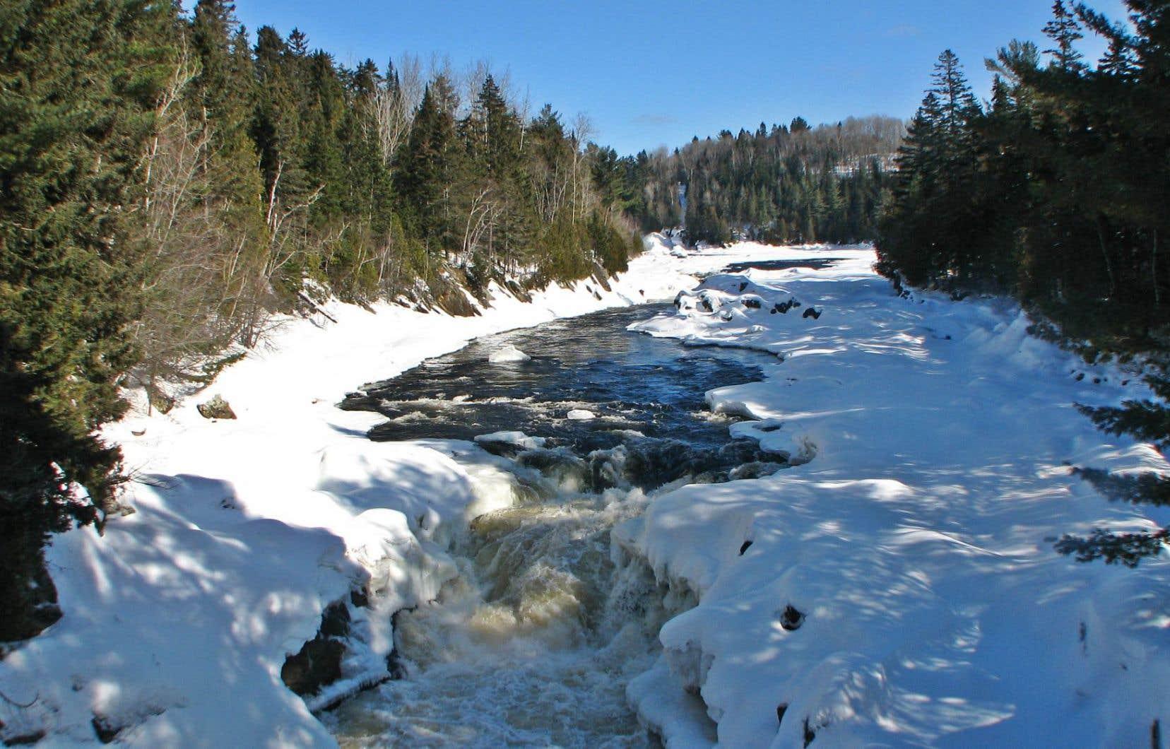 Le pipeline Énergie Est traversera un total de 11 rivières à un endroit où le risque de glissement de terrain est considéré comme étant «élevé». C'est le cas de la rivière Batiscan.<br />
