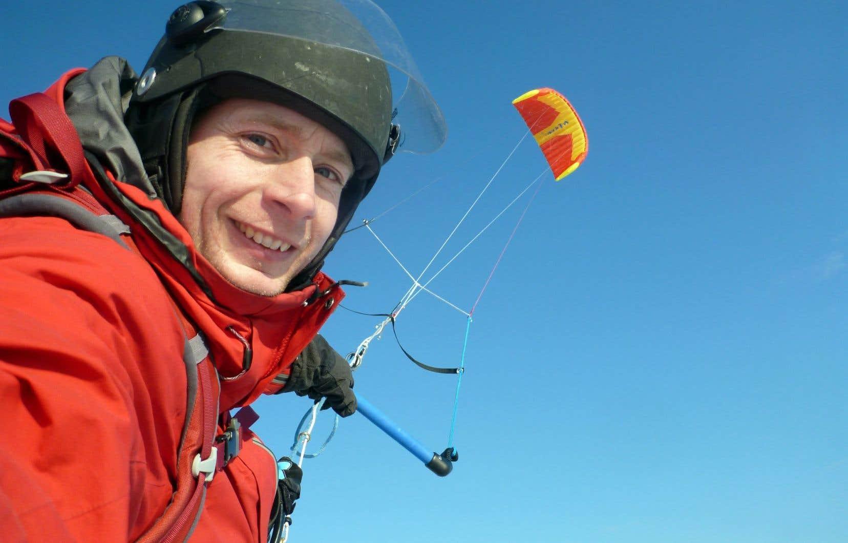 Propulsé par un cerf-volant, Frédéric Dion a réussi à atteindre en solitaire le point du continent antarctique le plus éloigné de toute côte. On voit ici l'aventurier lors d'une expédition précédente.