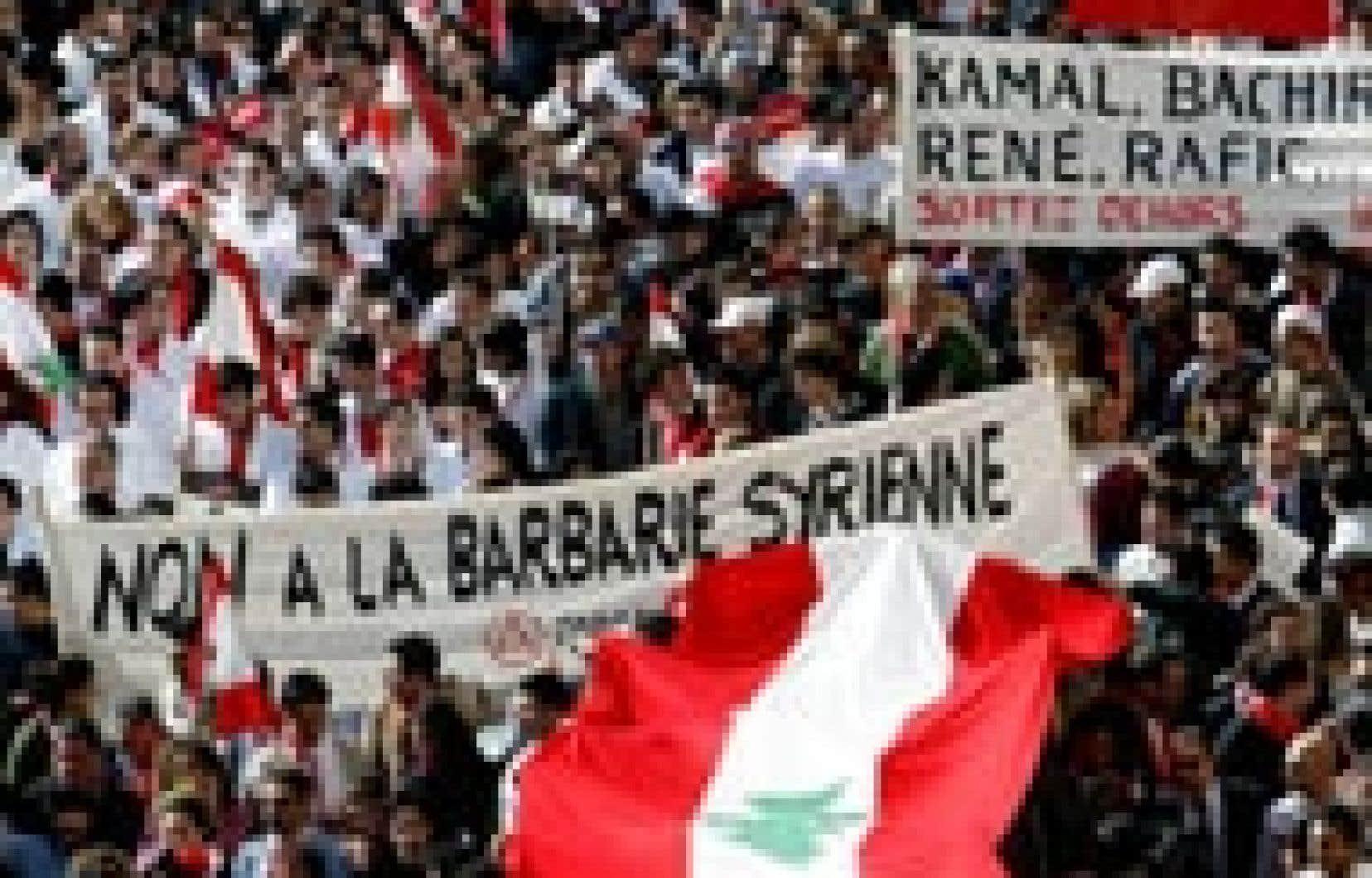 jamal saidi reuters Des dizaines de milliers de Libanais ont manifesté leur mécontentement à l'endroit de la Syrie, hier.