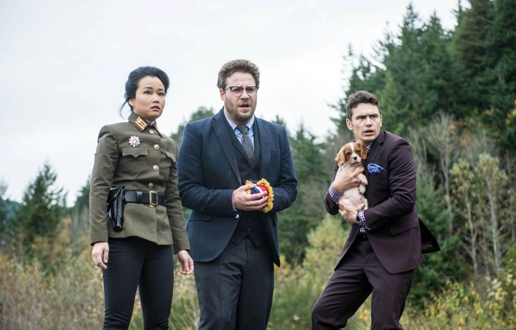 Seth Rogen (centre) et James Franco sont les vedettes du film «The Interview», qui ne sortira pas en salle.