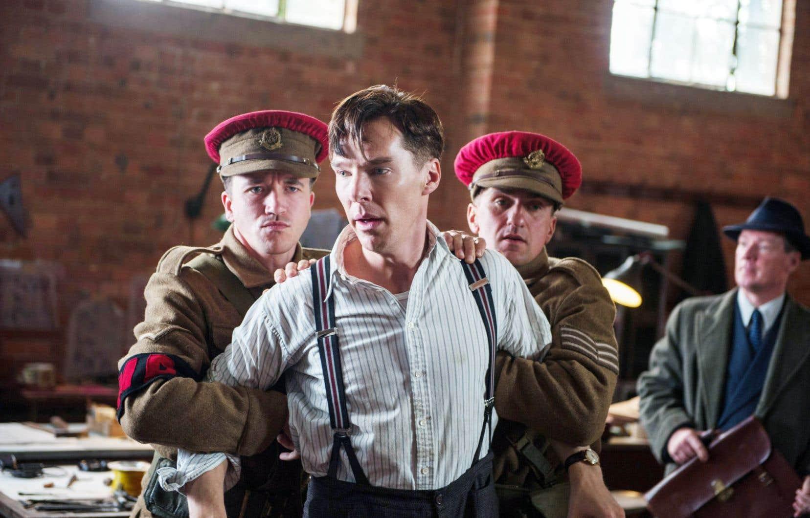 Le réalisateur Morten Tyldum raconte comment Alan Turing (Benedict Cumberbatch, éblouissant) s'est retrouvé à la tête d'un programme ultrasecret pour décoder Enigma.