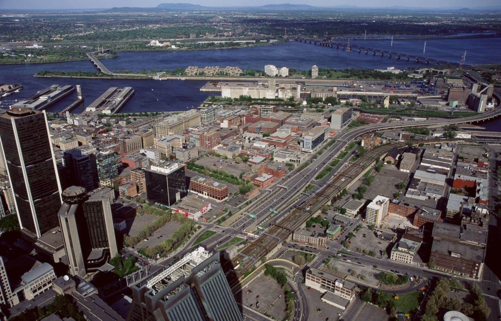 L'aménagement d'un boulevard au niveau du sol contribuera à retisser les liens entre deux quartiers actuellement divisés par un tronçon d'autoroute, le Vieux-Montréal et Griffintown.