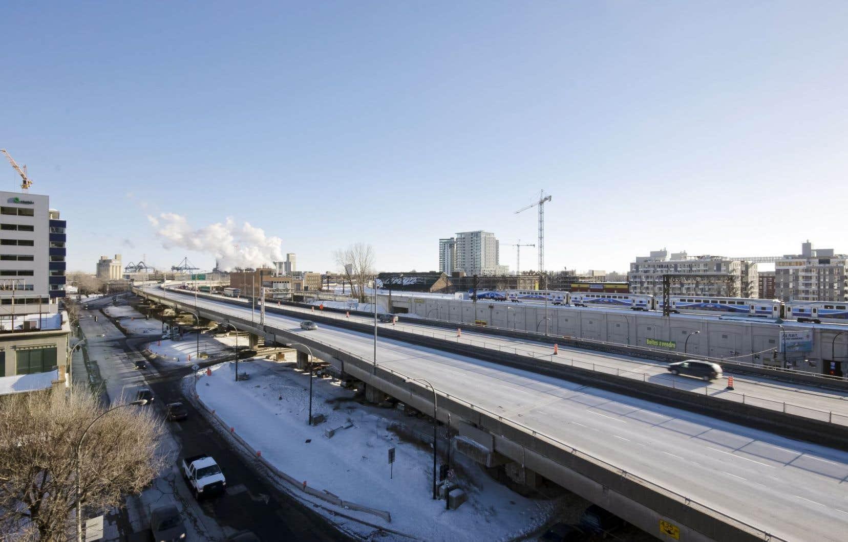 L'aménagement du nouveau boulevard fera disparaître l'autoroute sur pilotis construite en 1966.