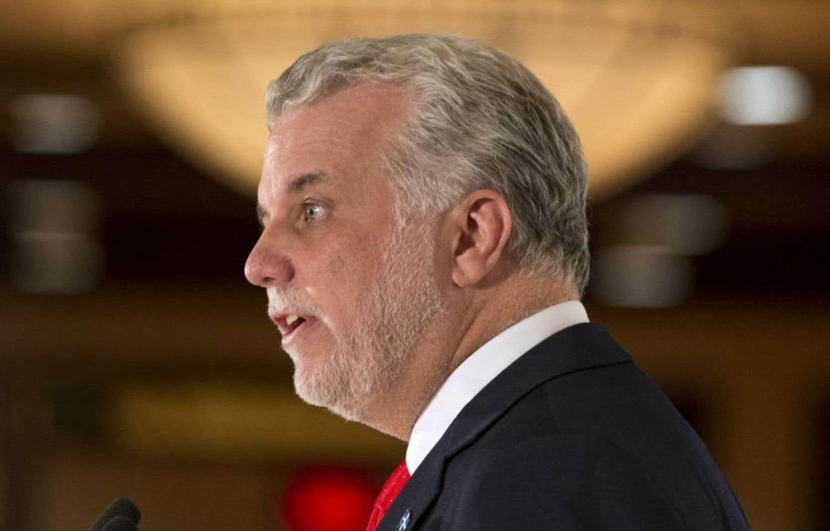 La FAE soutient qu'en utilisant le prétexte de l'assainissement des finances publiques, le premier ministre Philippe Couillard a plongé le Québec dans l'austérité, avec comme seul objectif de démanteler l'État québécois.