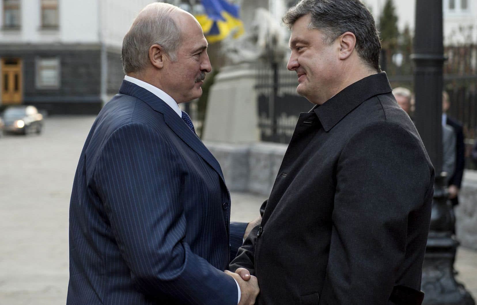 Alexandre Loukachenko, président de Biélorussie, a rencontré son homologue ukrainien dimanche, Petro Porochenko.
