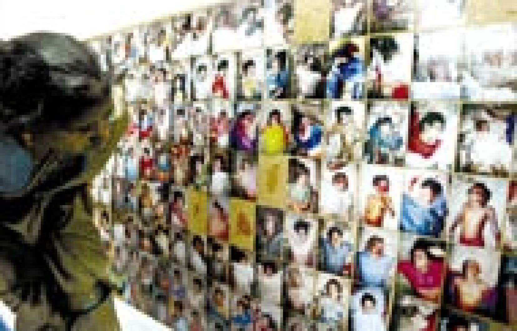 Une survivante des tsunamis meurtriers s'attardait hier près d'un grand tableau, dans le village de Velankani, en Inde, où les autorités avaient affiché les photos de centaines de victimes dans le sud du pays, dévasté par la catastrophe.