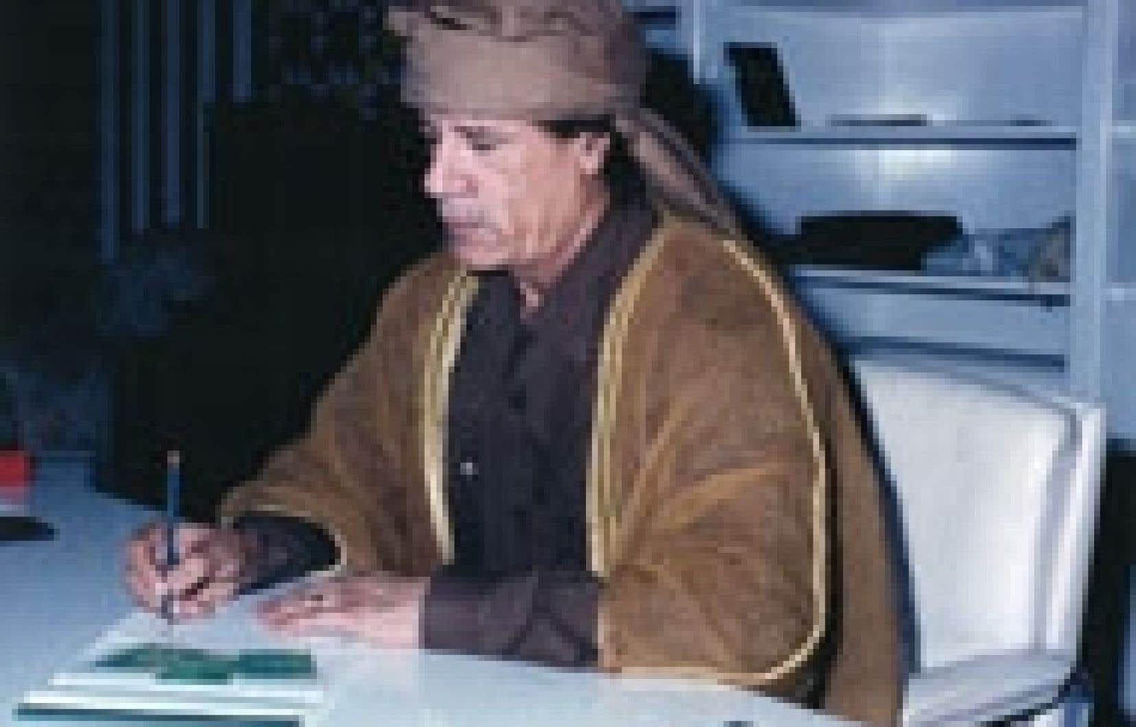 Kadhafi a souvent parlé du rôle que son pays joue en maintenant un verrou contre la montée des intégristes musulmans, qui ont d'ailleurs souvent tenté de l'assassiner. Source: Productions Stanké