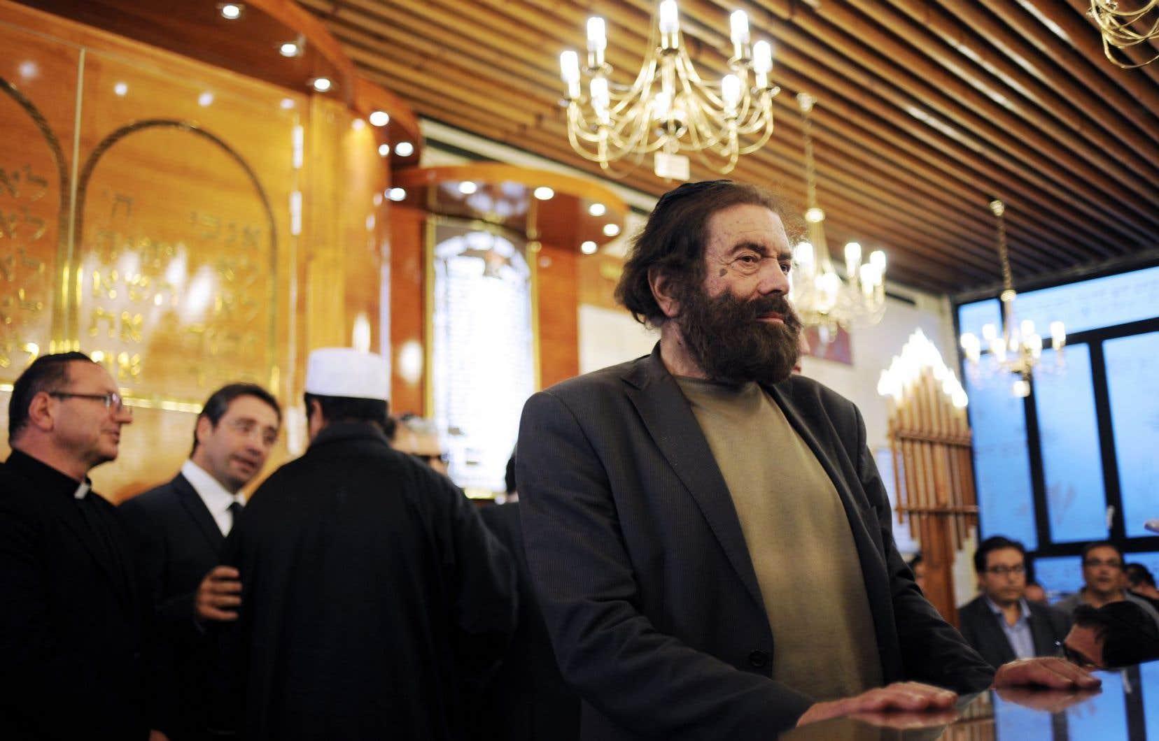 L'écrivain français Marek Halter plaide pour que l'école française se remette à parler du religieux. Pour lui, la laïcité ne rime pas avec le rejet des religions. Il apparaît ci-dessus lors d'une cérémonie œcuménique.