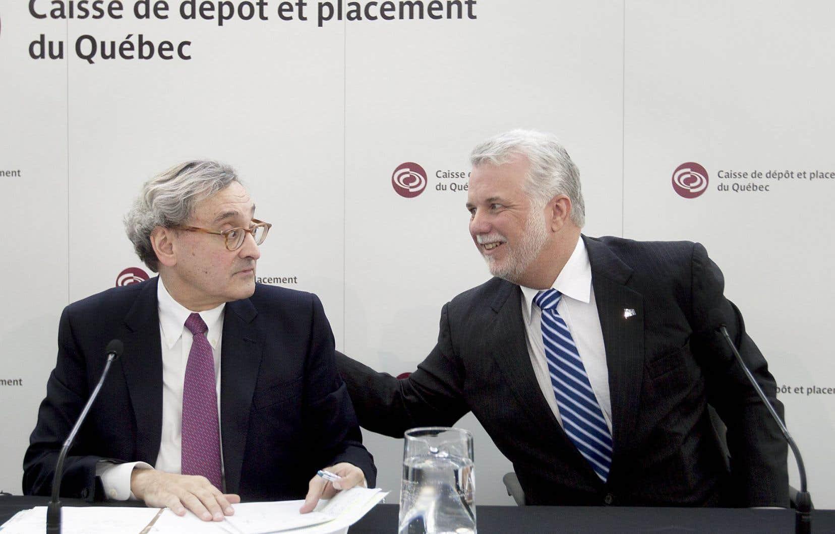 Le patron de la Caisse de dépôt et placement, Michael Sabia, et le premier ministre, Philippe Couillard, lors de la conférence de presse portant sur le nouveau rôle confié au gestionnaire.