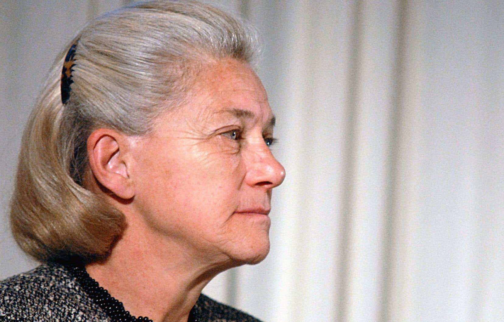 En 2007, Élisabeth Badinter fit partie des rares intellectuels à oser défendre l'hebdomadaire satirique.