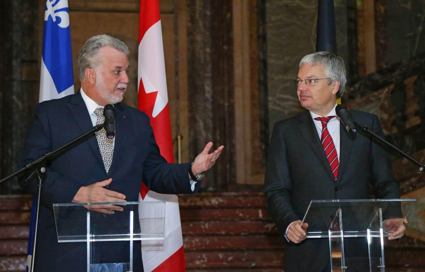 Au cours d'un point de presse en compagnie de Philippe Couillard, le ministre belge des Affaires étrangères, Didier Reynders (à droite), s'est prononcé en faveur d'un «vrai débat» sur la lutte contre la radicalisation.