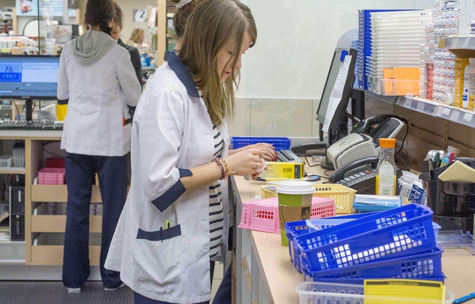 L'Association québécoise des pharmaciens propriétaires tente de convaincre Québec des impacts des compressions sur la rentabilité des pharmacies et sur les patients.