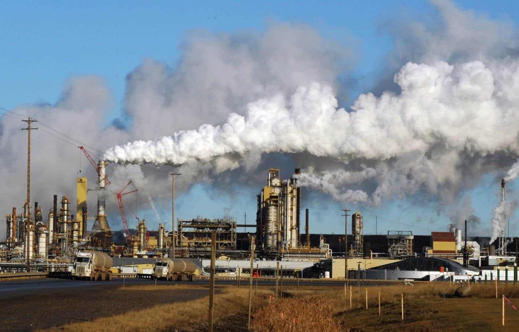 Le gouvernement canadien ne réglemente pas encore les émissions de gaz à effet de serre provenant de l'exploitation du pétrole albertain.